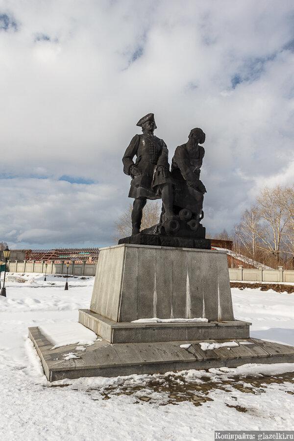 Невьянск. Памятник Петру I и Никите Демидову.