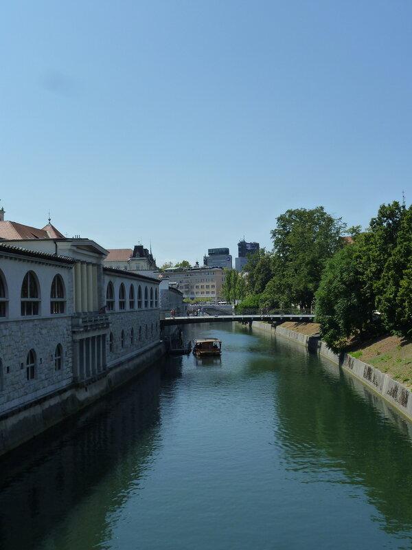 По Люблянице ходят прогулочные кораблики