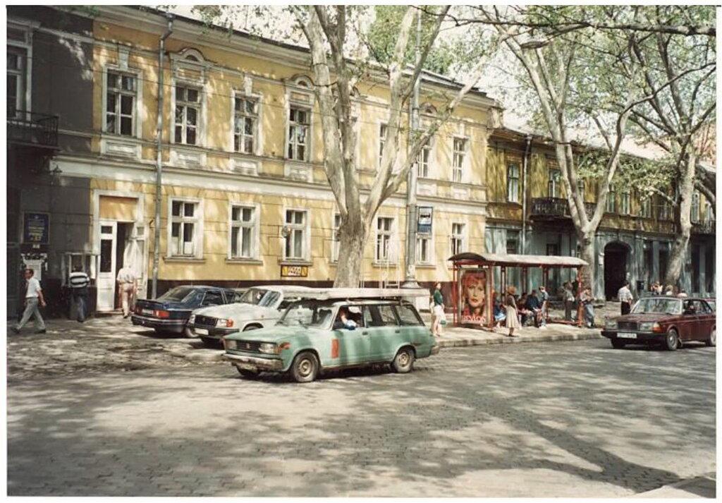 0_77496_6a075cb_XXL Архивные снимки: Японский турист запечатлел Одессу 1996-го года