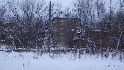Фото города Инта №2861  Южная сторона Гагарина 15 (вид с дороги) 31.01.2013_13:38