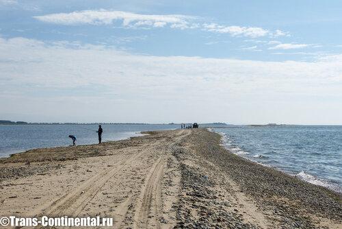 Слева залив Прорва, справа Байкал
