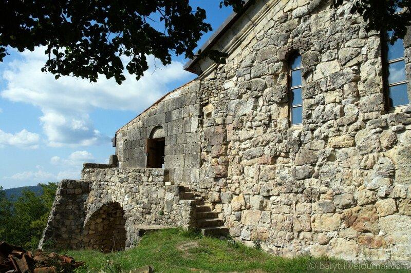 Древние стены Гелатской академии