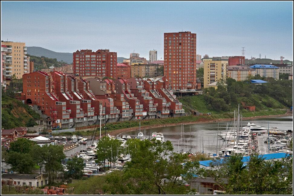 """Любопытно, что район мыса Эгершельд считается во Владивостоке элитным со соответствующим ростом цен на недвижимость. В чем конкретно выражается """"элитность"""" не ясно, но выглядит он вот так"""