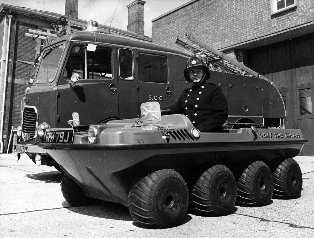 Шестиместный пожарный автомобиль, предназначен для тушения пожаров в труднодоступных местах