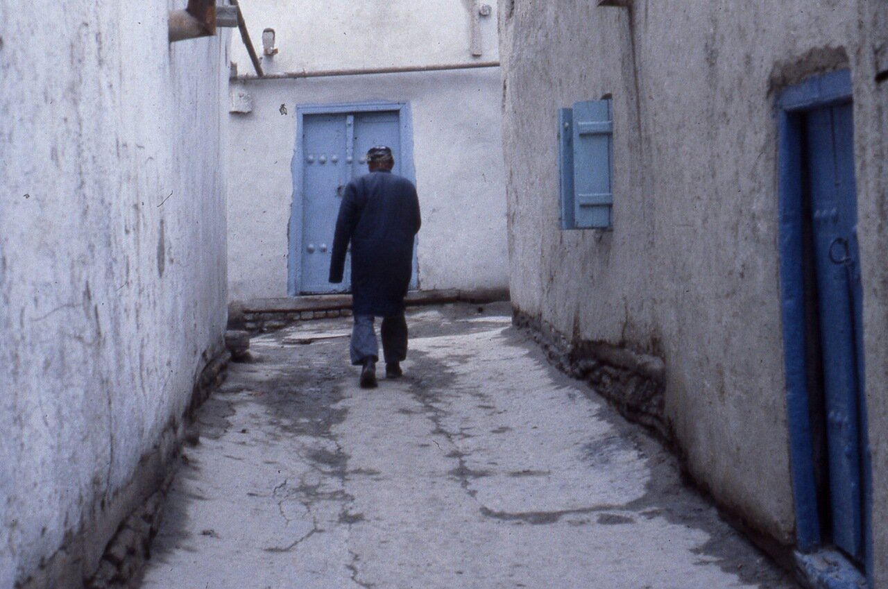 Человек в переулке