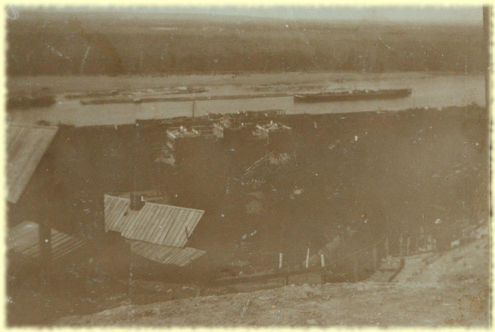 Вид на вокзал и реку Белую