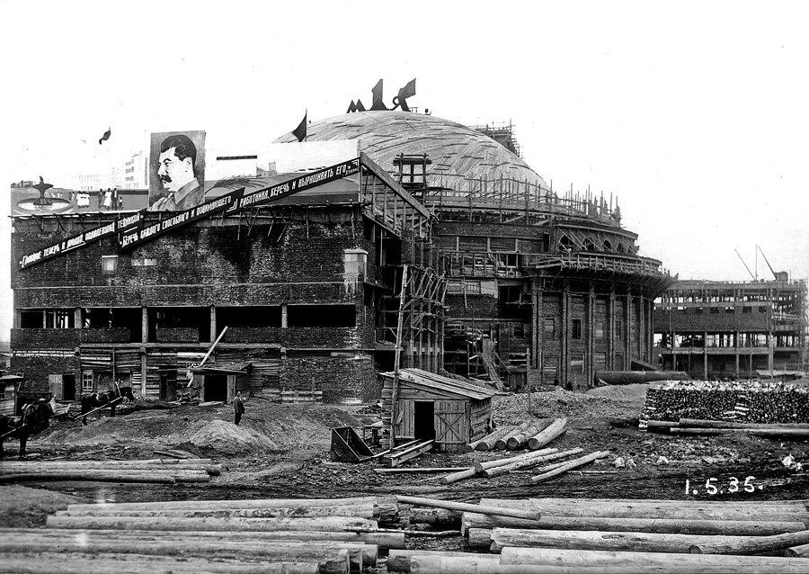 Строительство театра оперы и балета, 1 мая 1935 года