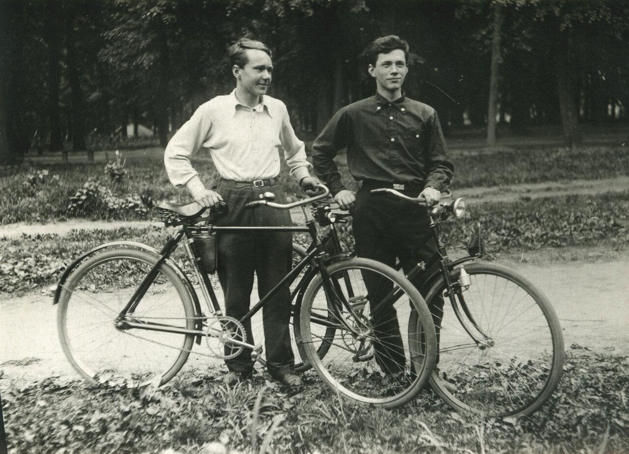 1940 г. Друзья