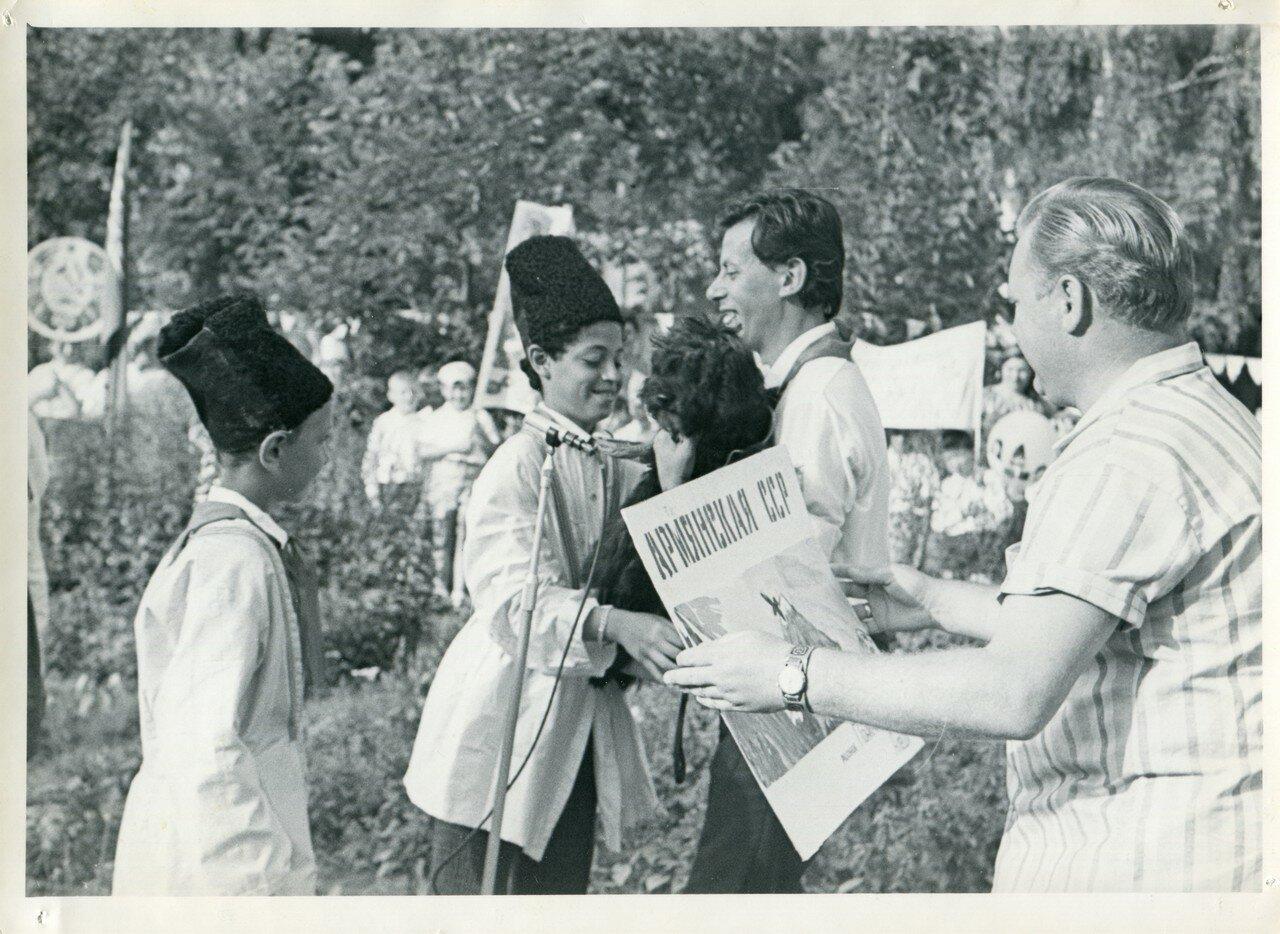 Розги в пионерском лагере 22 фотография