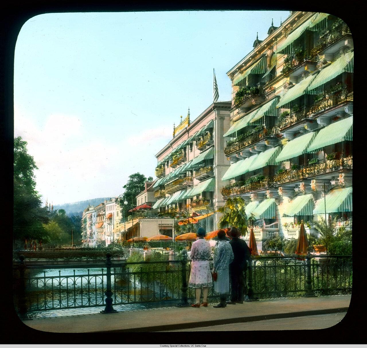 Баден-Баден. Отель «Europaischer Hof» возле моста через реку Оос