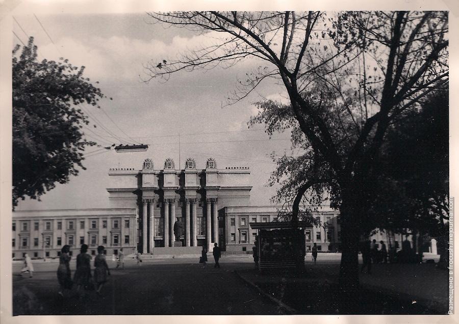 Куйбышев фотография 1965 год Дворец культуры на площади Куйбышева В нем размещены театр оперы и балета областная библиотека художественный музей