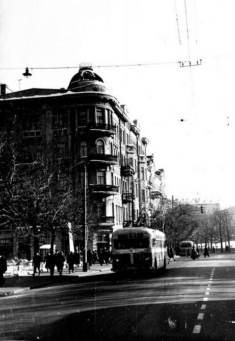 1954.12. Улица Большая Житомирская возле Львовской площади, дом №40. Фото: Примаченко А.