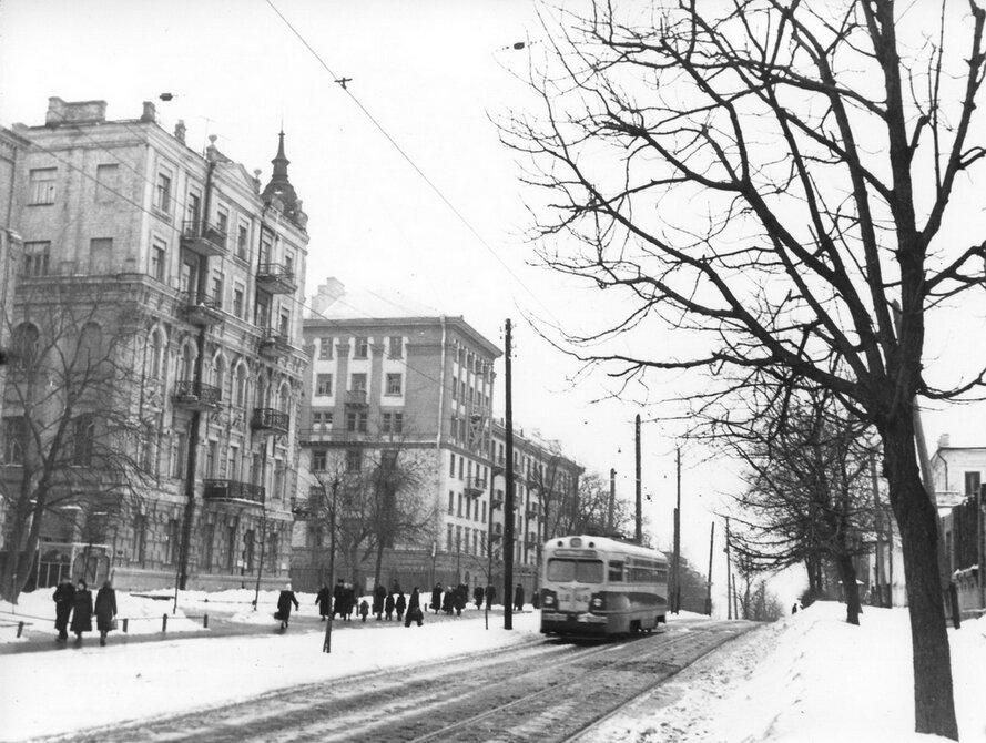 1955.03.17. Улица Льва Толстого в районе улицы Тарасовской