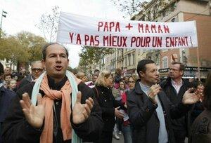 Франция легализовала однополые браки и усыновление детей