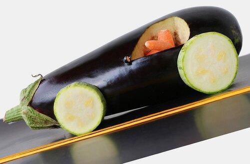 Веселые овощи и фрукты в забавных фотографиях