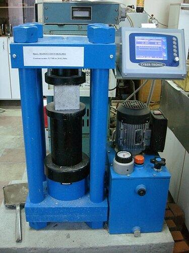 испытание бетона в лаборатории