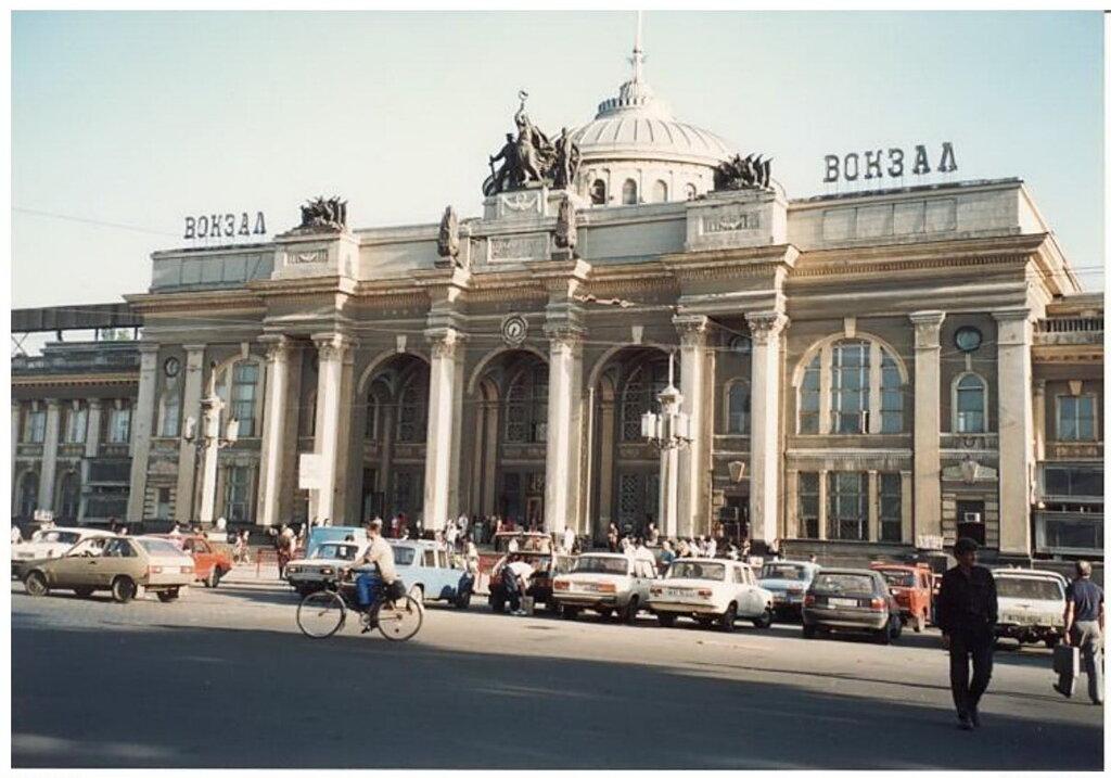 0_774a3_fabafa99_XXL Архивные снимки: Японский турист запечатлел Одессу 1996-го года