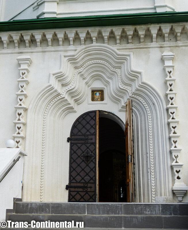 вход в Посольский монастырь