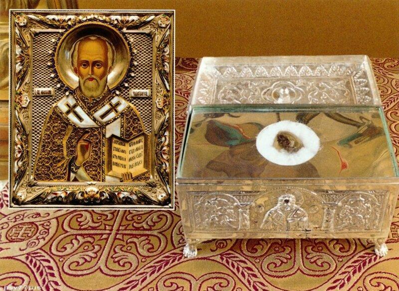 Ковчег с частицей мощей Святителя и Чудотворца Николая. Икона Святителя Николая (XIX-XX век) из ризницы монастыря.