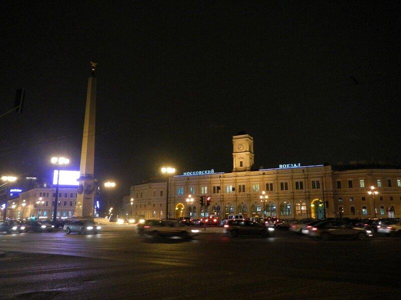Московский вокзал и обелиск