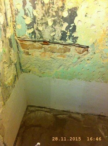 Заштукатурили стены под/за ванной