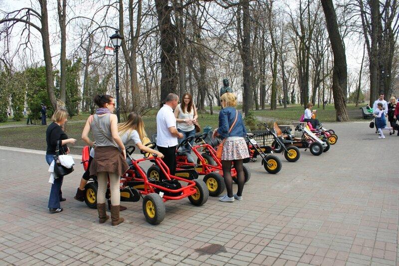 Прокат педальных машинок в Мариинском парке