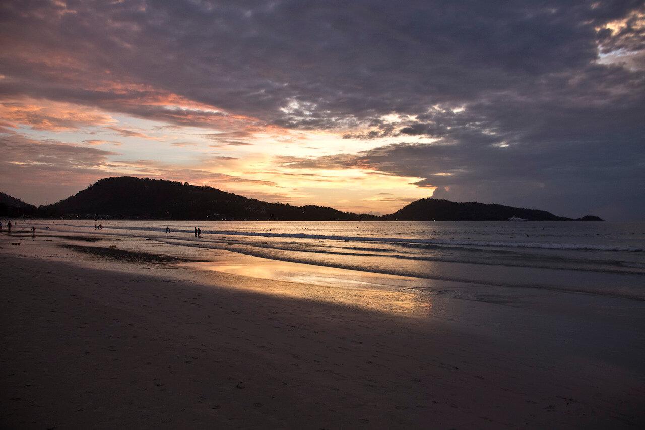 Закат на Патонге