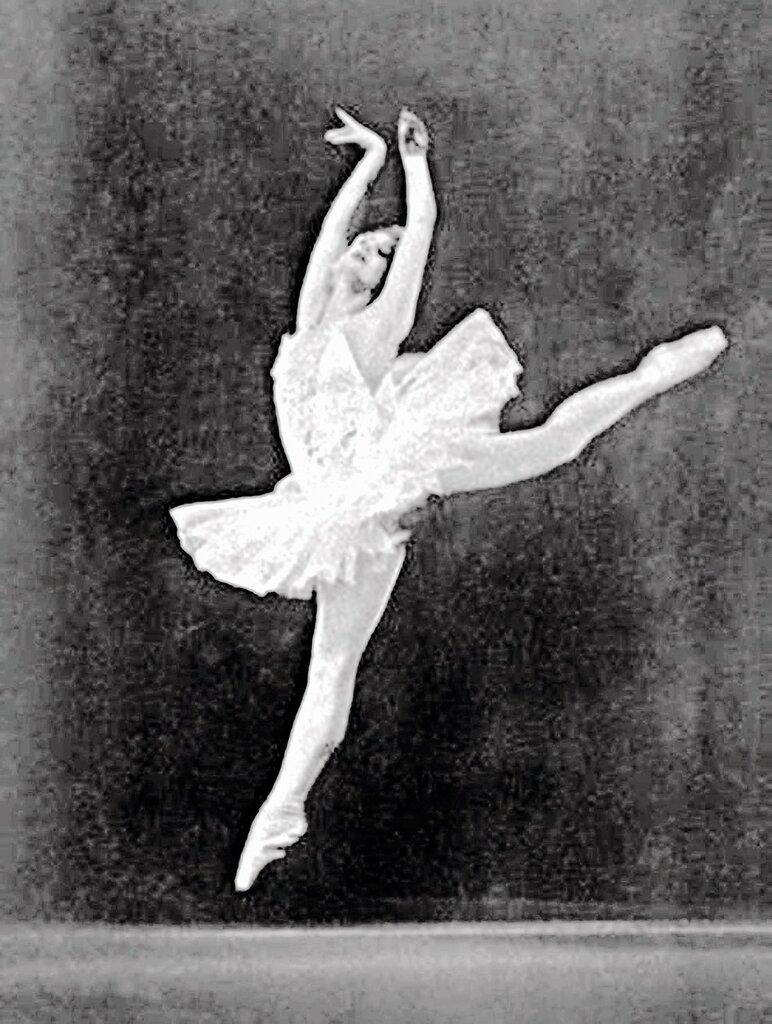 Майя Плисецкая в роли Одетты в балете П.И. Чайковского «Лебединое озеро» на сцене Большого театра, 1951 год.jpg