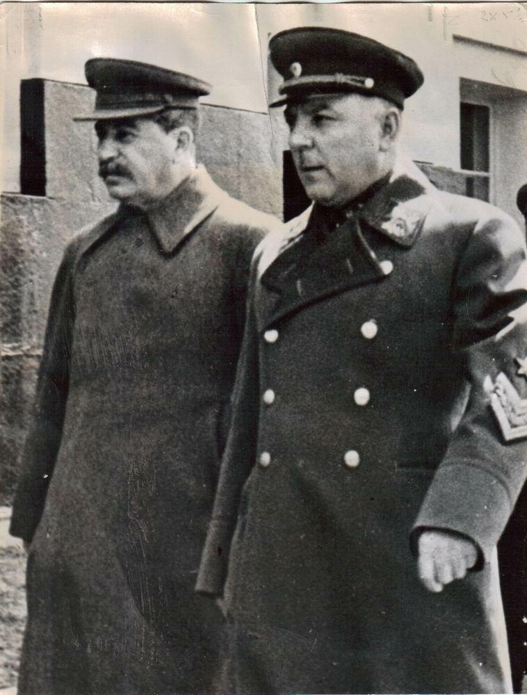 «Сталин и Ворошилов в Кремле».6 июля 1947