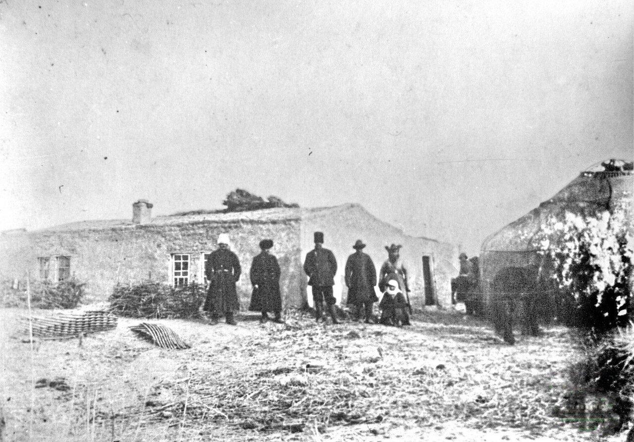 Участники Семиреченской экспедиции по борьбе с эпидемией. 1914 год
