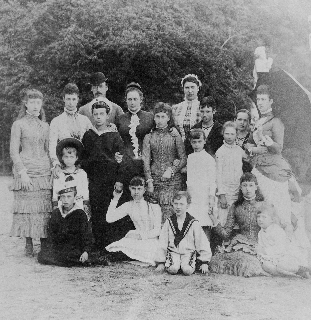 Групповой портрет членов британской, датской, греческой и русской королевской семьи, 1883 г.
