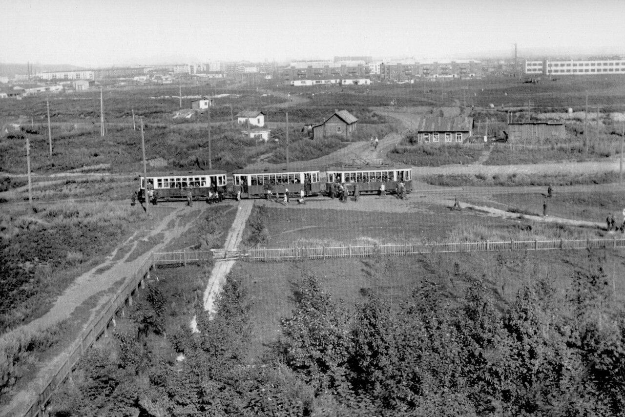 Трамвай у остановки СИЧМ. 1935 год.