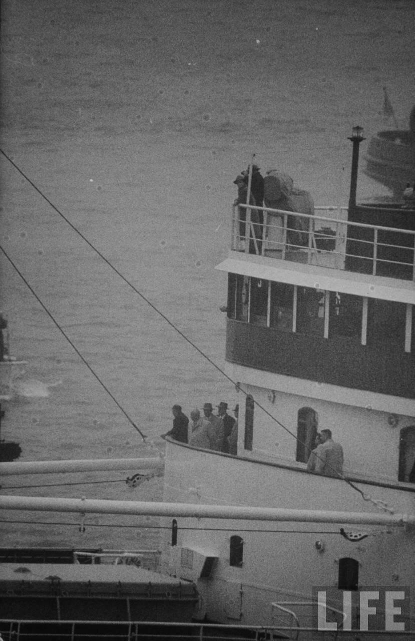 Никита Хрущев катается на кораблике