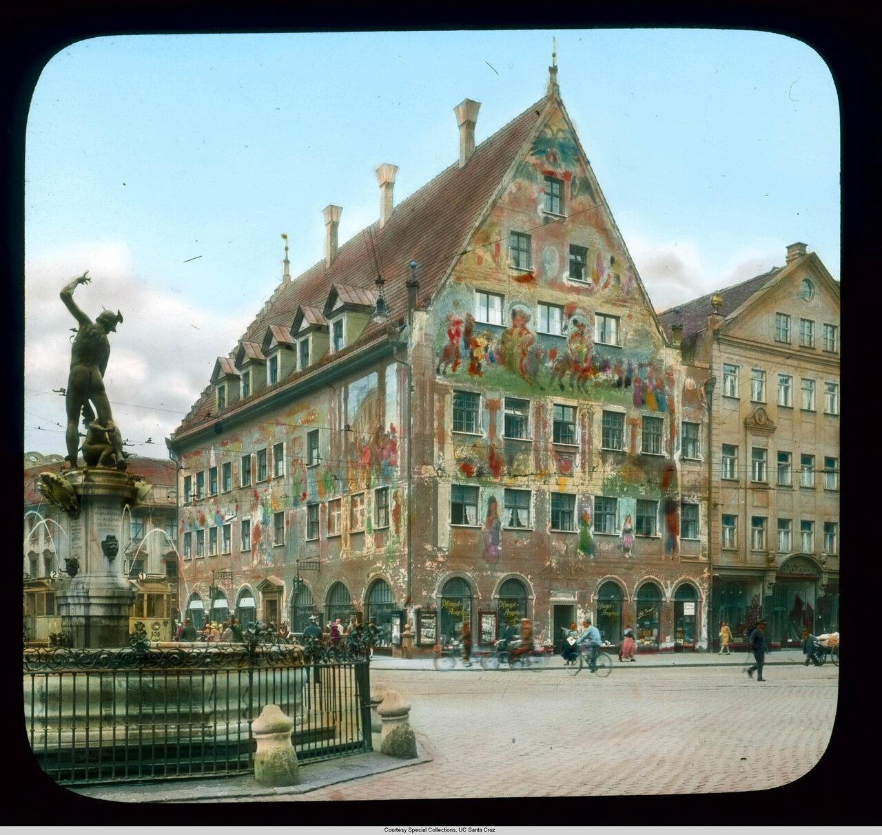 Аугсбург. Морицплатц со зданием Гильдии Ткачей и фонтаном Меркурия (1599)