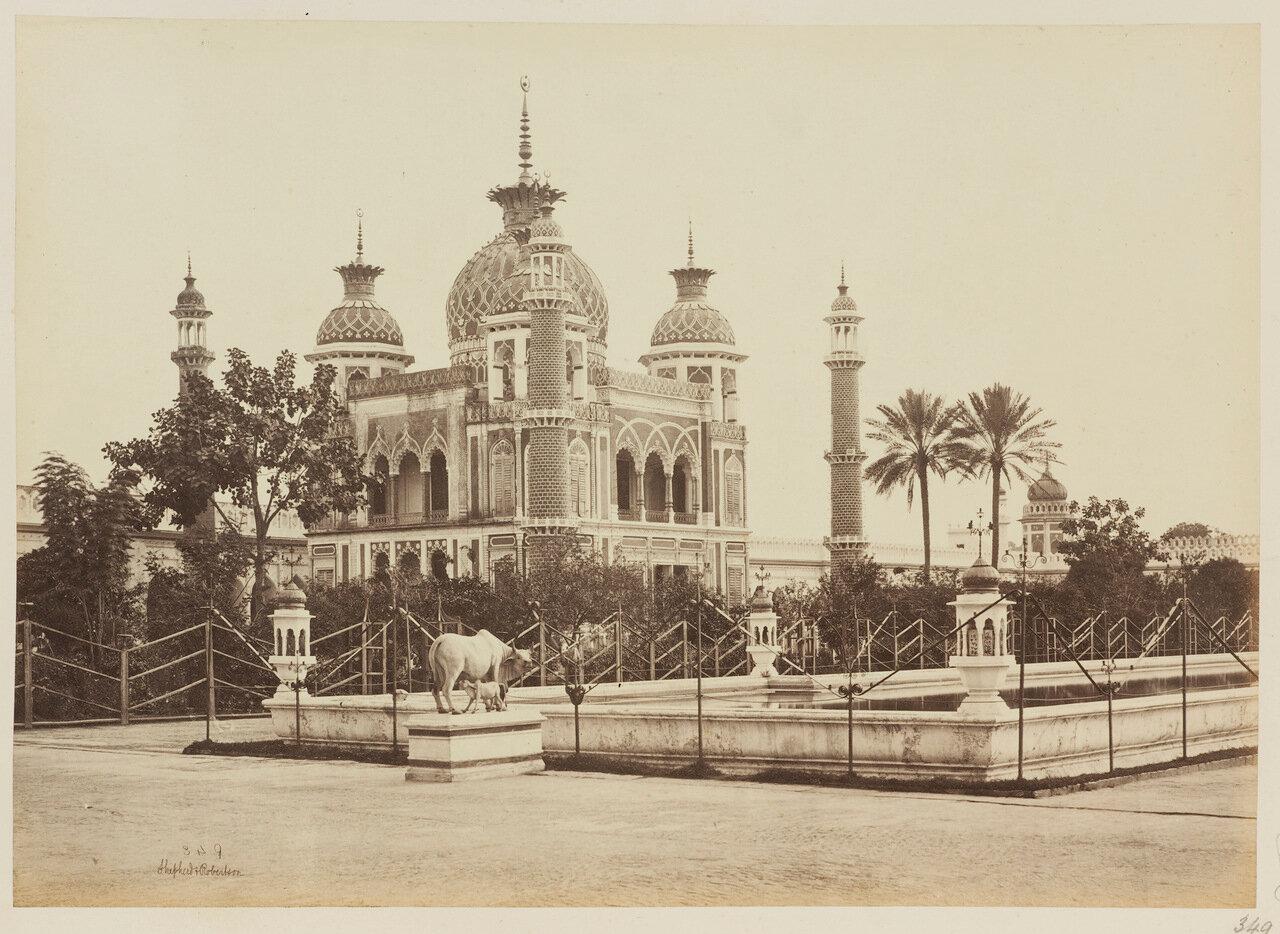 Джаваб напротив усыпальницы Зинат Алжия в районе Хусейнабада в комплексе Имамбара. 1862 г.