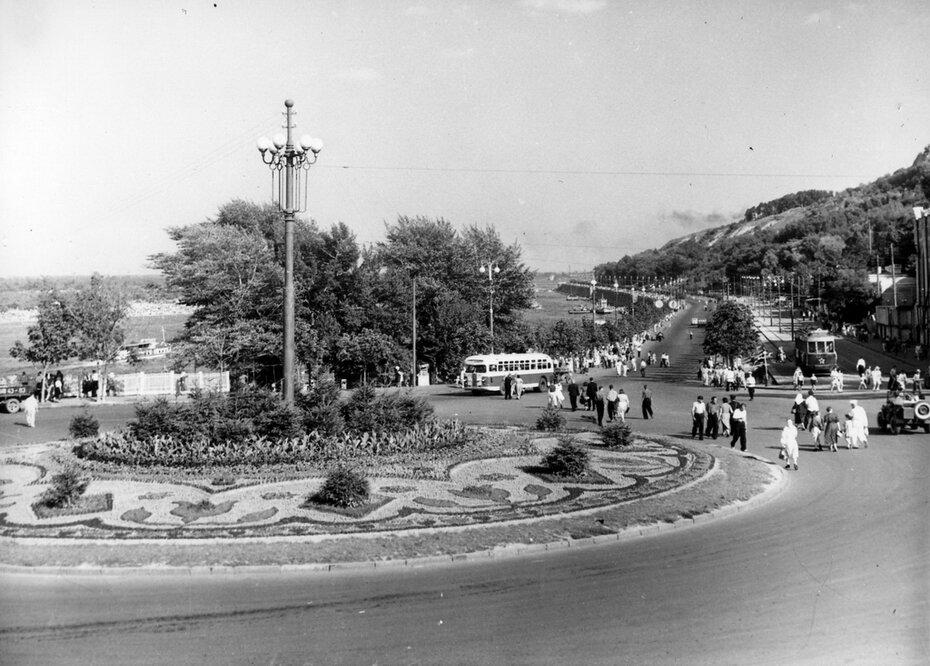 1953.08. Почтовая площадь и панорама набережной
