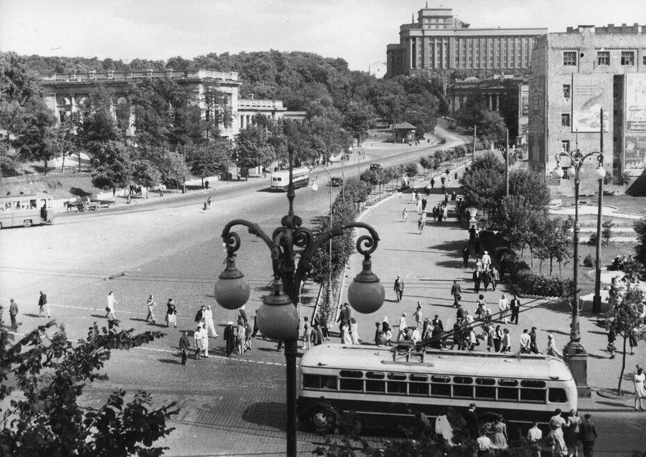 1952. Улица Кирова (ныне улица Грушевского)