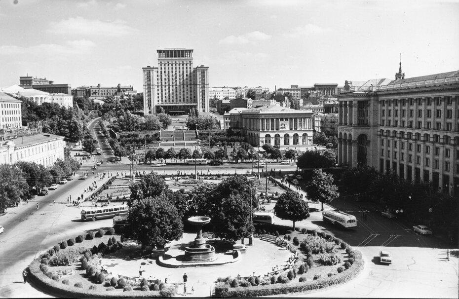 1965.07. Общий вид площади Калинина (теперь Майдан Незалежности)