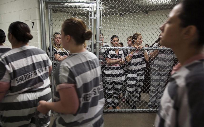 Лесбийство в тюрьме, почему пьяные девушки ебутся