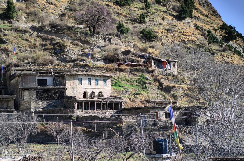 каменные дома в гималаях