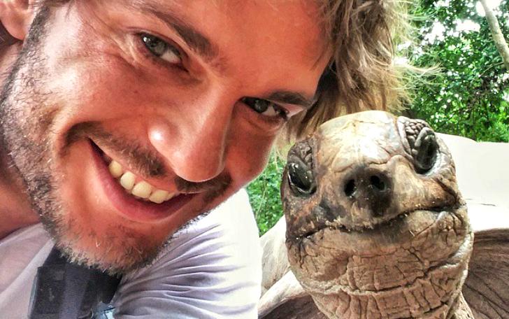 Фото: Rex Features / Fotodom.ru Селфи с сейшельской черепахой / Selfi with giant tortoise #селфи #se