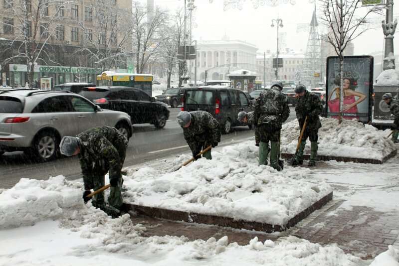 Армия на уборке Крещатика