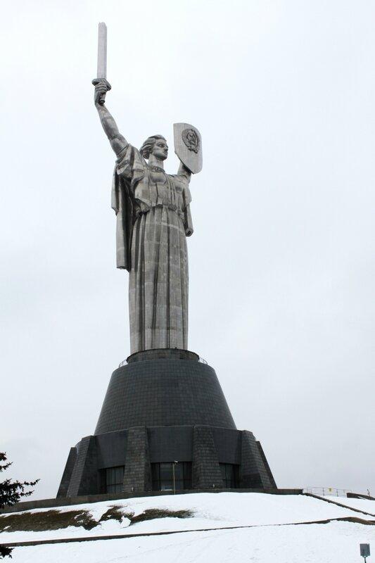 Монумент Родина Мать