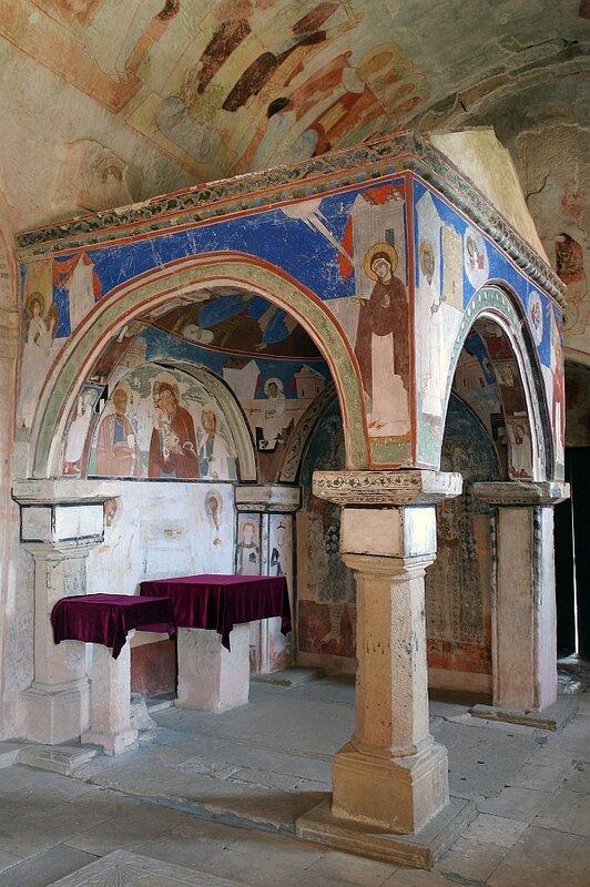 В притворе Гелатского собора Рождества Богородицы, по правую руку от входной двери