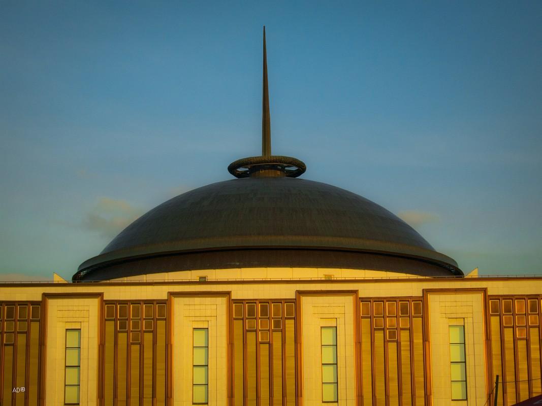 Огромный купол Центрального музея Великой Отечественной войны с 15-метровым шпилем