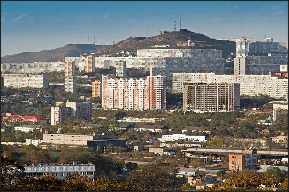 Несмотря на то, что новостройки растут в городе как грибы после дождя, Владивосток удивляет практически московскими ценами на аренду и покупку недвижимости