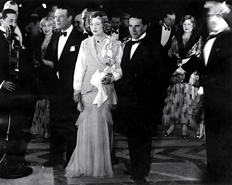 charles-chaplin-escorts-marion-davies-to-floradora-girl-premiere-1930.jpg