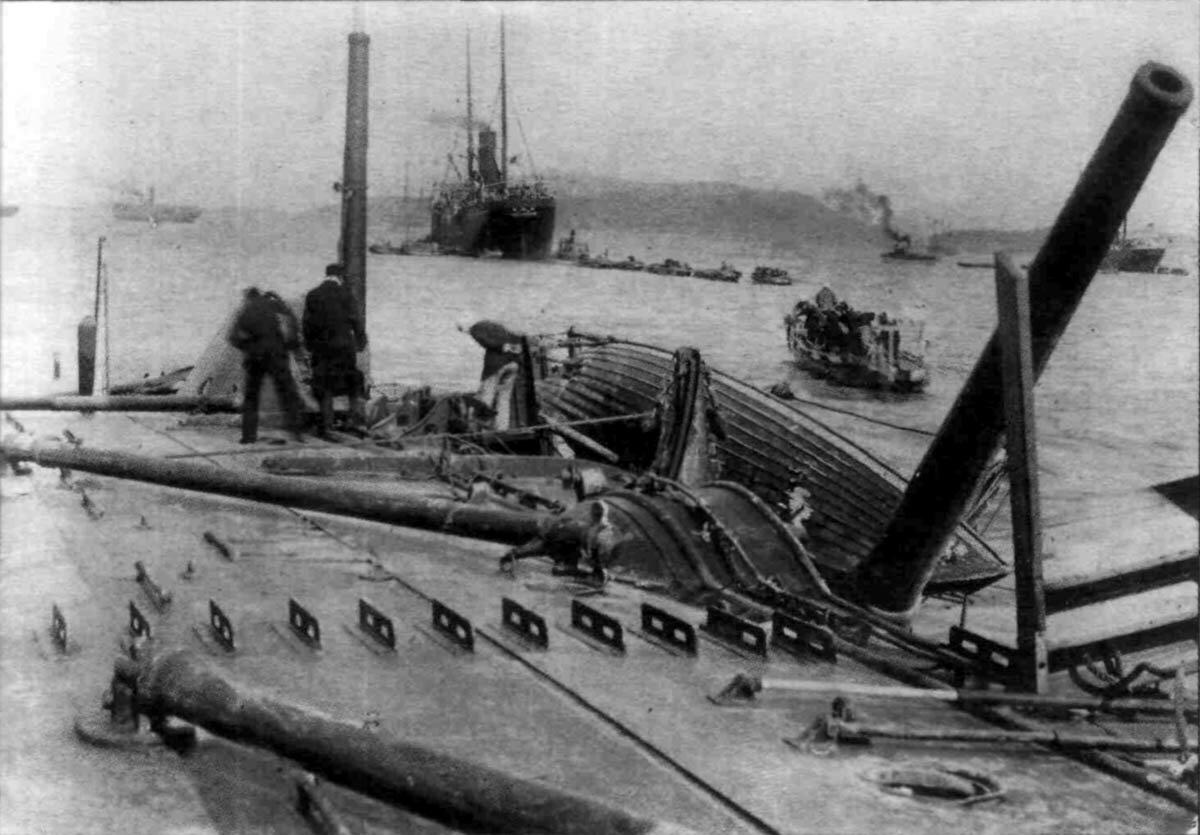 Японцы на борту затопленного «Варяга»
