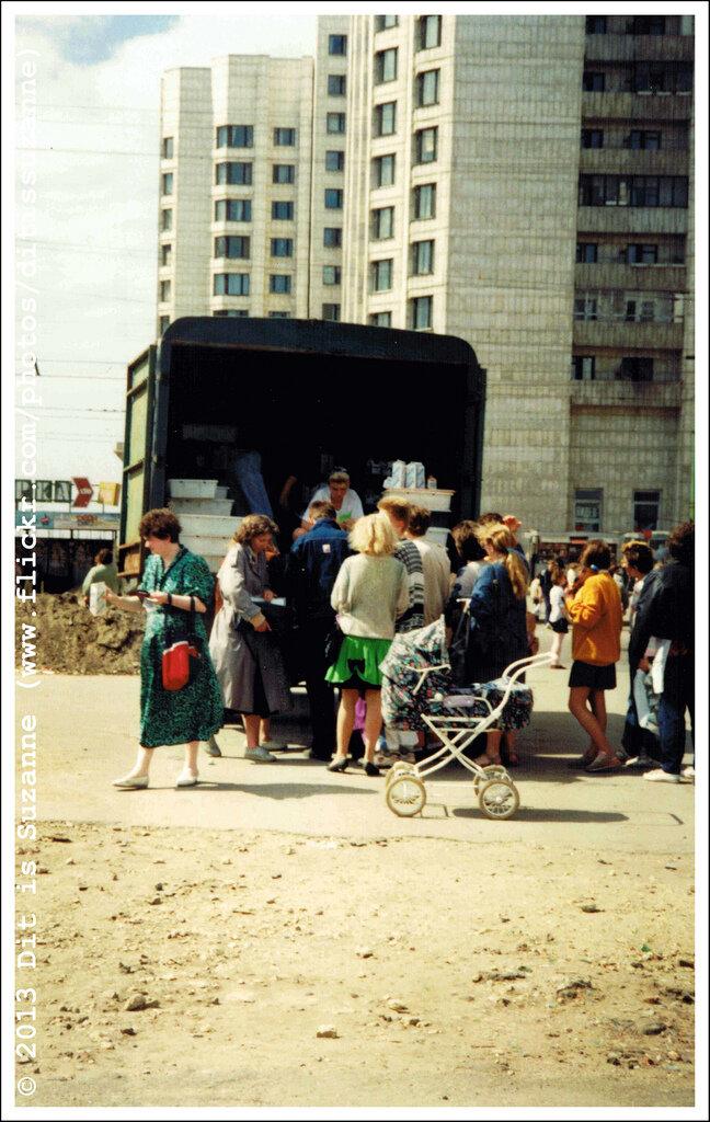 Санкт-Петербург, июнь 1993. Недалеко от станции метро Приморская. Колхозный предприниматель