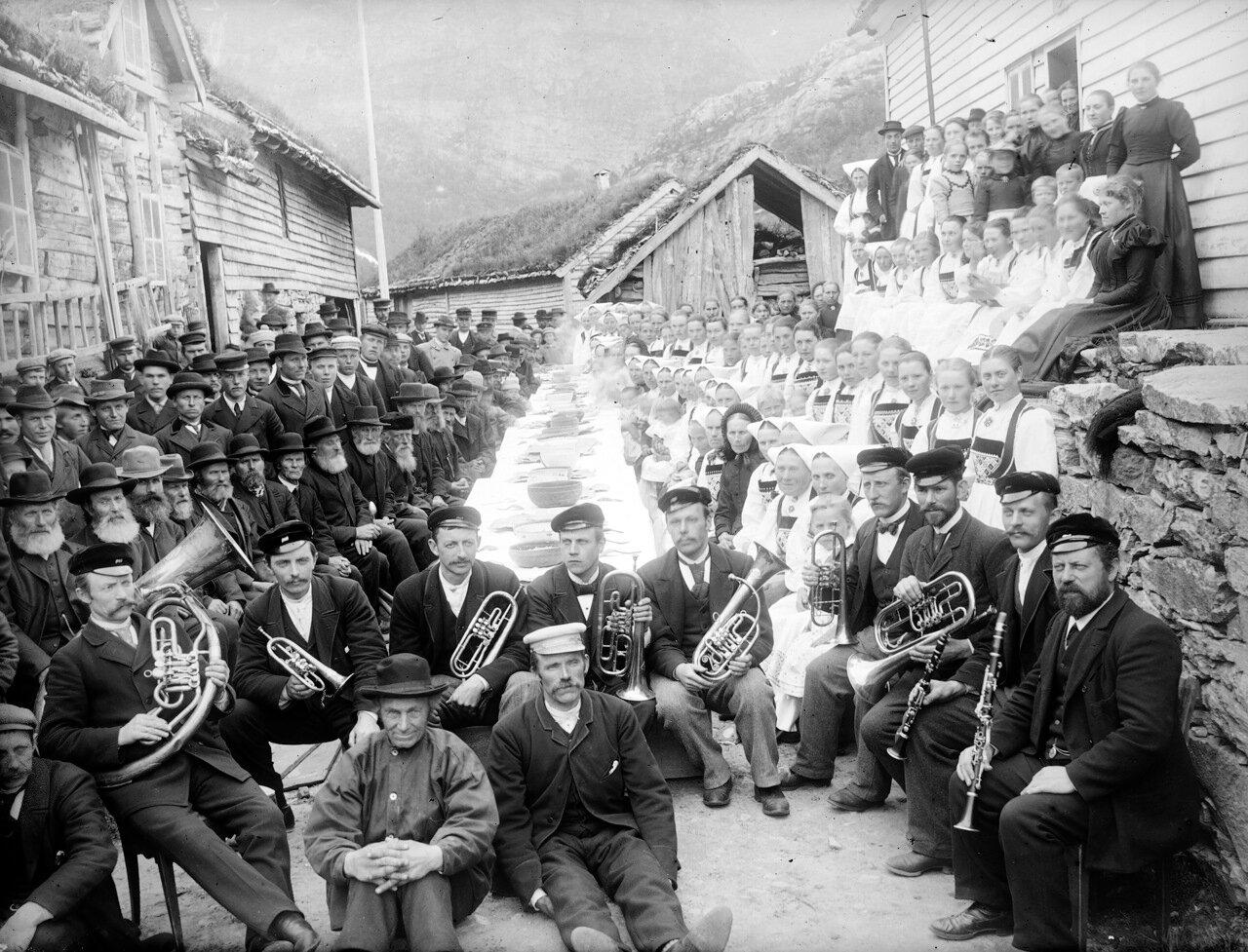 Торжества по случаю строительства новой дороги. Эксингедален,. 1898 г.